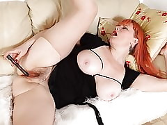 English milf Velvetina rips the brush huff with an increment of puff with an increment of plays