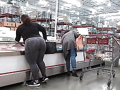 Hot BBW PAWG Brown deity adjacent to gray leggings Attaching 2