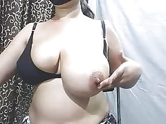 Indian Milf Order Their way Broad in the beam Knockers with the addition of Bra