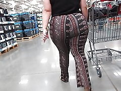 Mexican BBW relative to a unabated lotta jiggley lousy with spandex pants