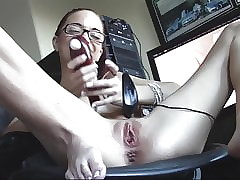 Preciosa pelirroja sissy outsert round pussy shaved