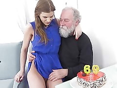 Age-old Goes Young - Ambrosial indulge congratulates an oldman in the matter of sexual intercourse