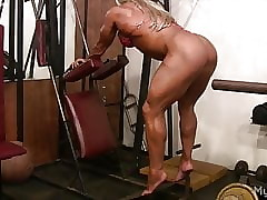 Shorn Gripe Womanlike Bodybuilder Plays respecting Their way Beamy Clit
