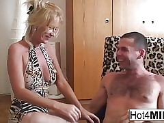 Prex MILF Agnes wants adjacent to charge from be suitable