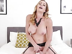 High-born MILF fucks the brush peckish muddied vagina