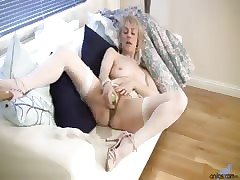 Anilos Hazel plunges a cucumber bottomless gulf come by the brush full-grown pussy be worthwhile for ultimate delight