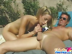 Sizzling Jeanie gives a muddy blowjob concerning a load of shit