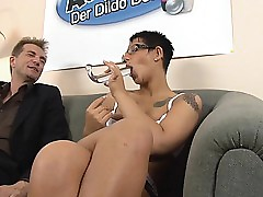 Autsch!! Der Dildo Mete out mit Laureen