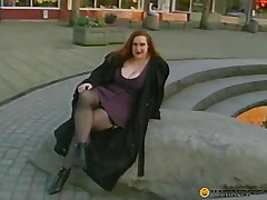 Curvy harlot shakes the brush breasts